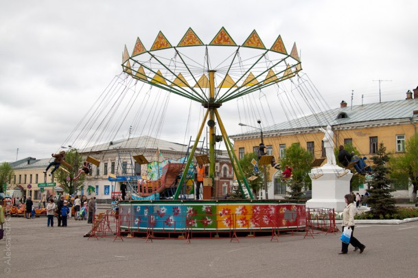 Карусели на базарной площади