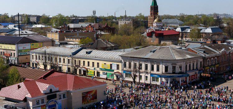Вид на Соборную площадь с колокольни Спасо-Преображенского собора