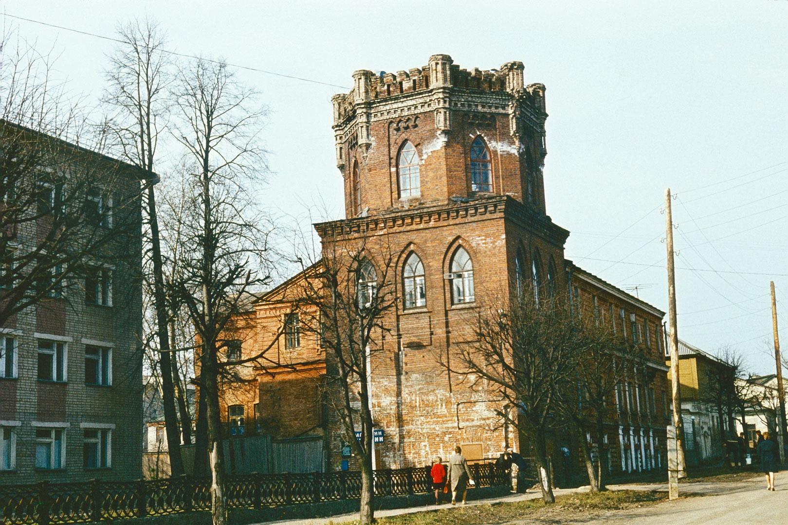 Водонапорная башня, архитектор И.А. Чарушин
