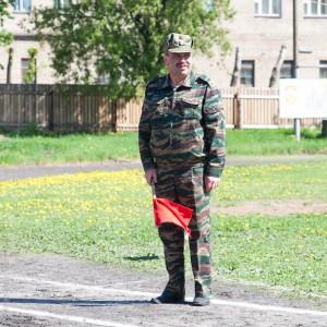 Пушкарёв Олег Анатольевич дает команжу на Старт